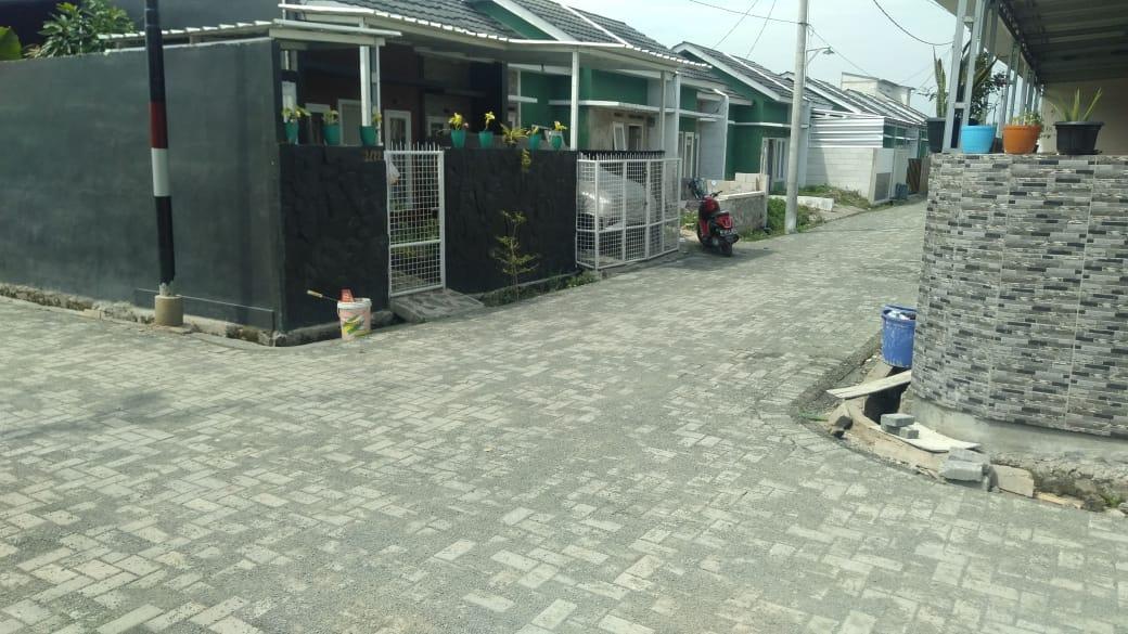 Pemasangan Paving Block Jalan Lingkungan Perumahan Samawa Village Sepatan Capai 70 Persen